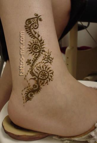 vine ankle henna tattoo