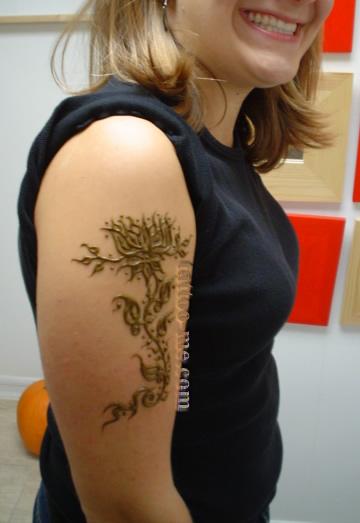 1aafee1d40434 Flower and vine henna tattoo - tattoo-me
