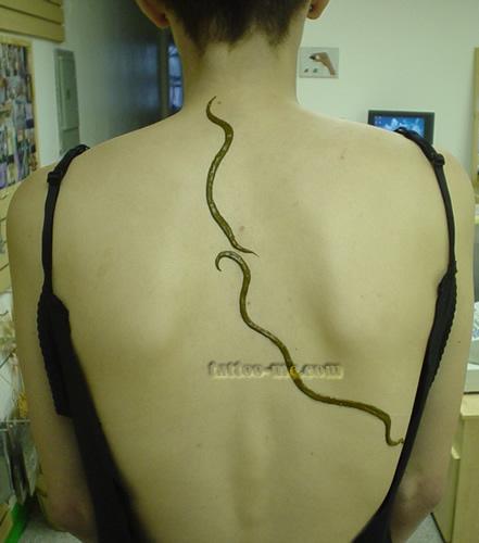 tribal back henna tattoo 1